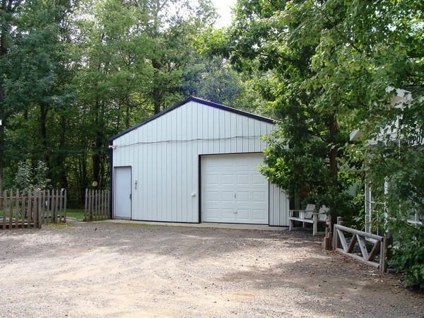 26' x 32'  building with 16'x16' heated bunkhouse