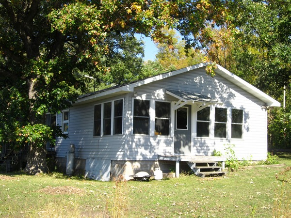 Big Trade Lake - 2 bedrooms, 352 feet of level frontage and 3 season porch