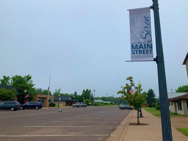 Siren Main Street sign on lightpost near parking lot